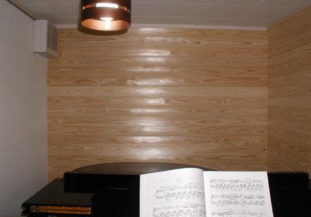小さなピアノ室